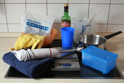 Arbeitsgeräte beim Seifensieden